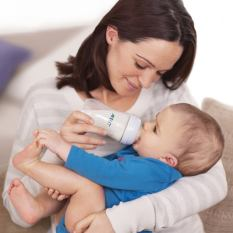 260ml-avent-bottle-natural-collection-with-baby-and-mother_pr4682_4.jpg